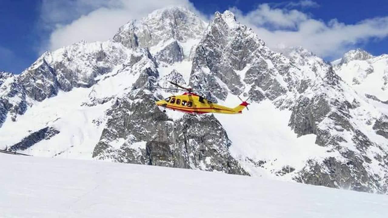 Courmayeur, un giovane muore facendo snowboard su una pista vietata