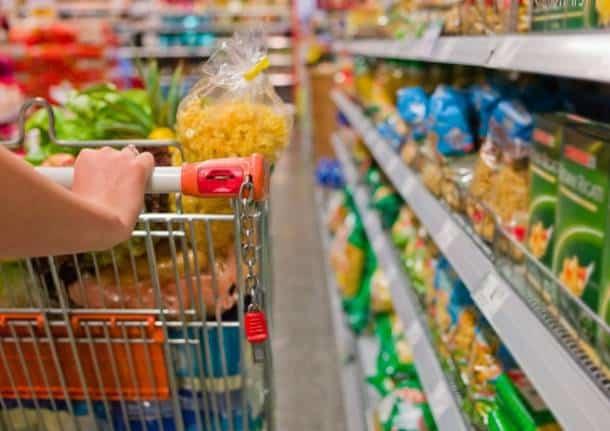 """Pensionata ruba al supermercato: """"È dura campare con 425 euro"""""""