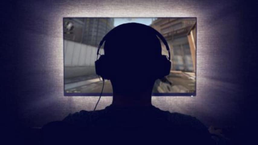 Bari, famiglia dipendente da internet si reclude in casa per due anni