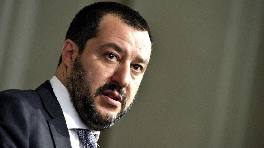 Nino D'Angelo contro Matteo Salvini