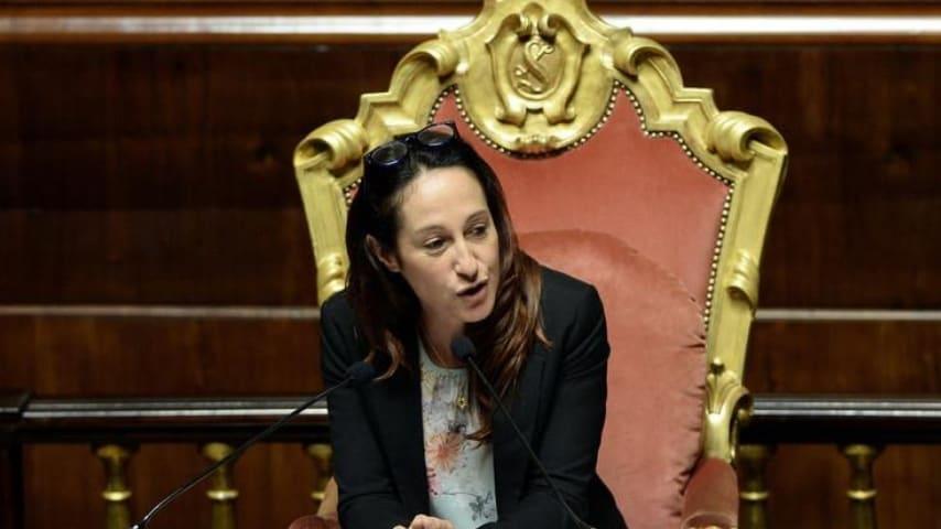 Paola Taverna: la madre dovrà lasciare la casa popolare