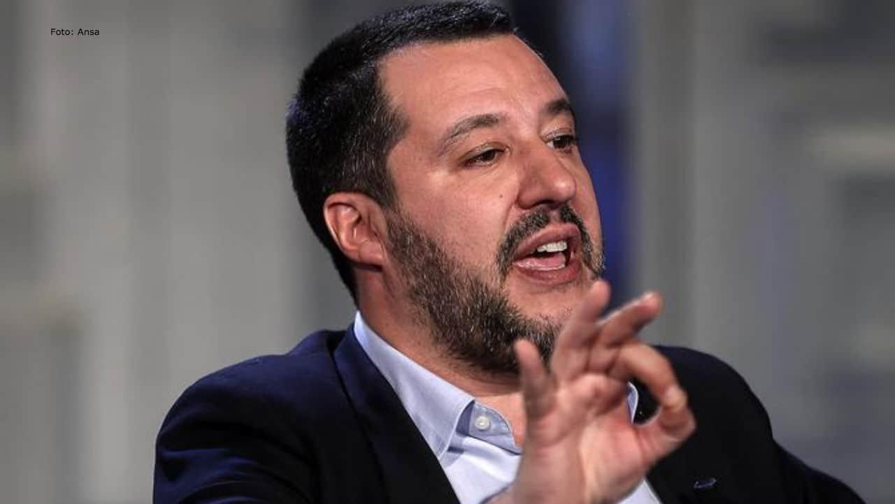 Morto ammanettato dalla polizia: le testimonianze e l'attacco a Salvini