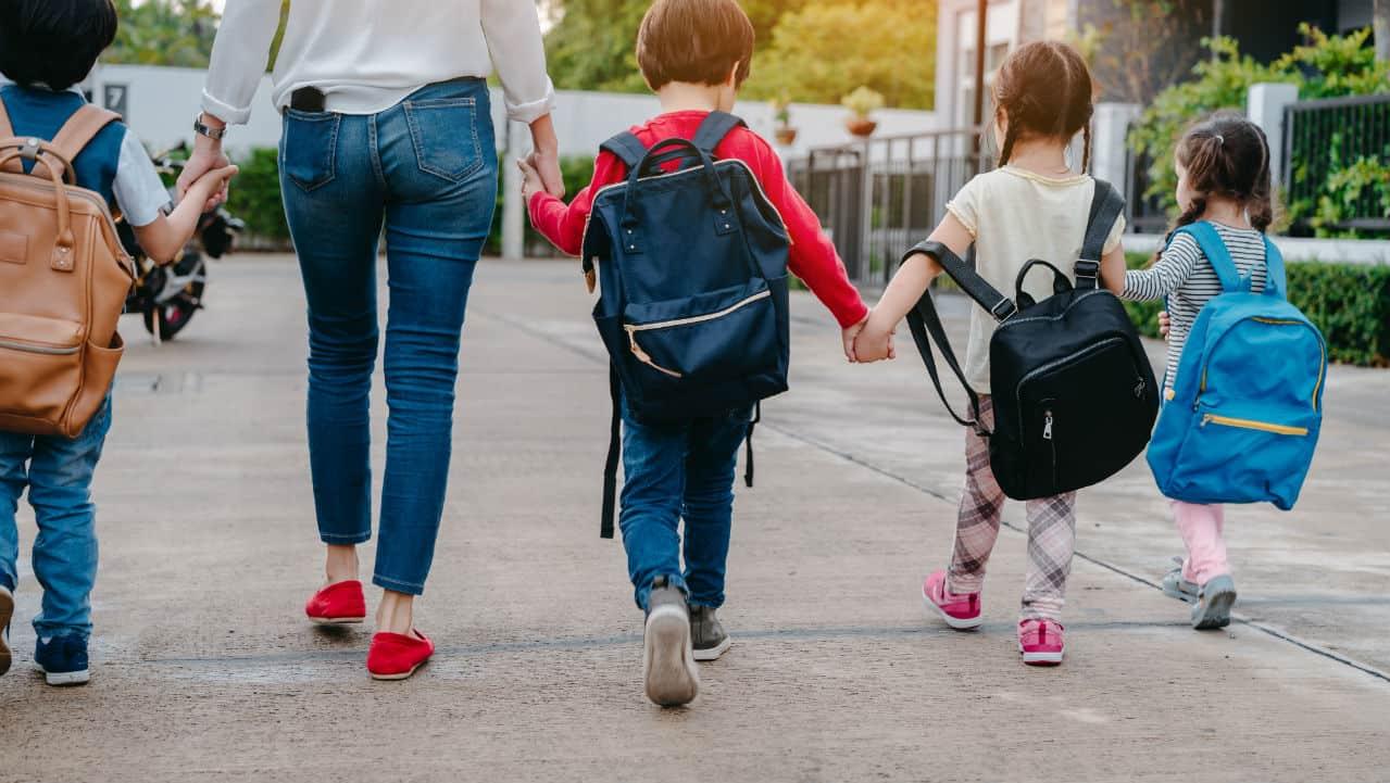 Torna la disciplina a scuola: dare del lei al prof e alzarsi quando entra