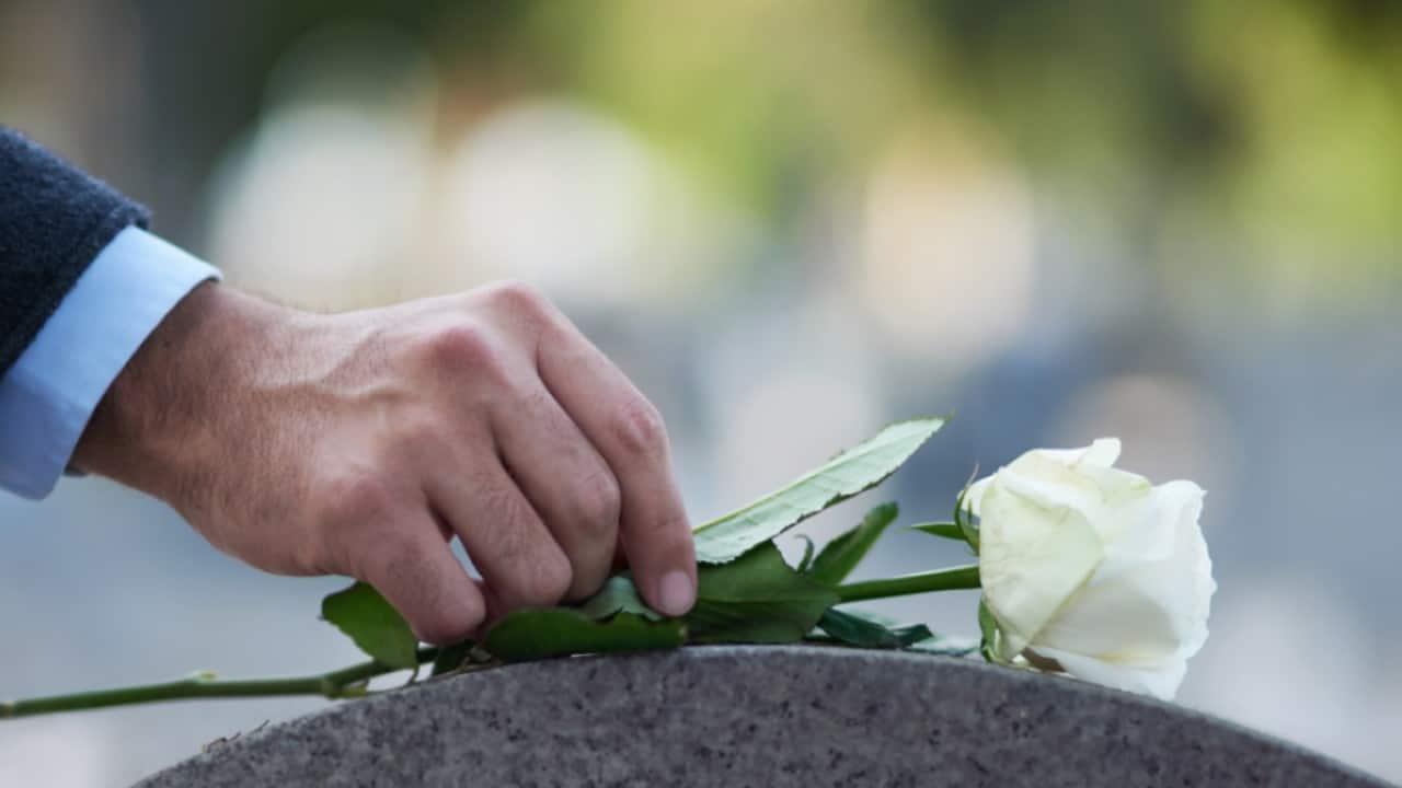 Dato per morto, si risveglia prima del funerale.