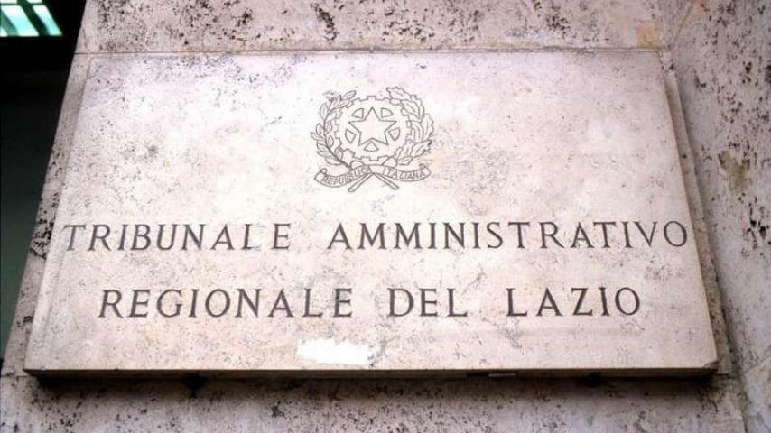 Il Tar del Lazio: obbligatorio informare i cittadini sui rischi per la salute e per l'ambiente dei cellulari