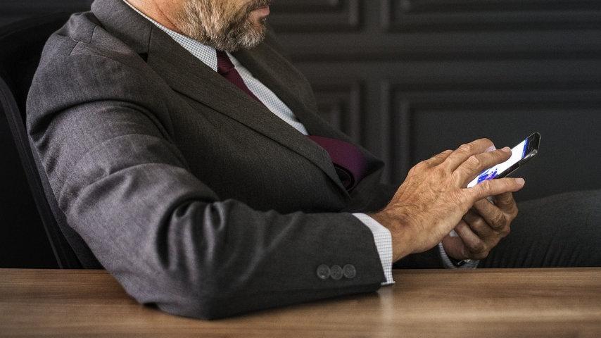 Il Tar ha deciso: 3 ministeri dovranno informarci su cosa rischiamo usando i cellulari