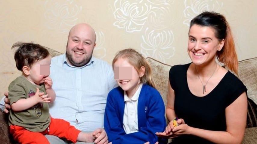 Theo con la sua famiglia. Credits: Sunday Mirror