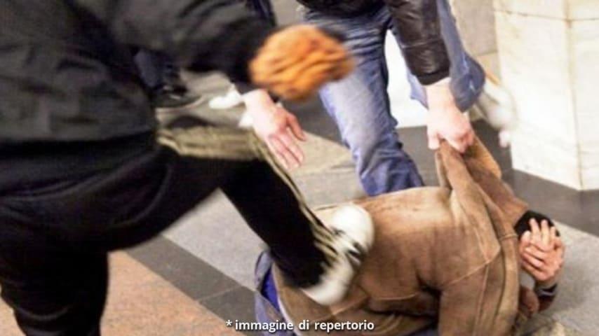 Aggressione con accetta a Torino: panico tra i passanti