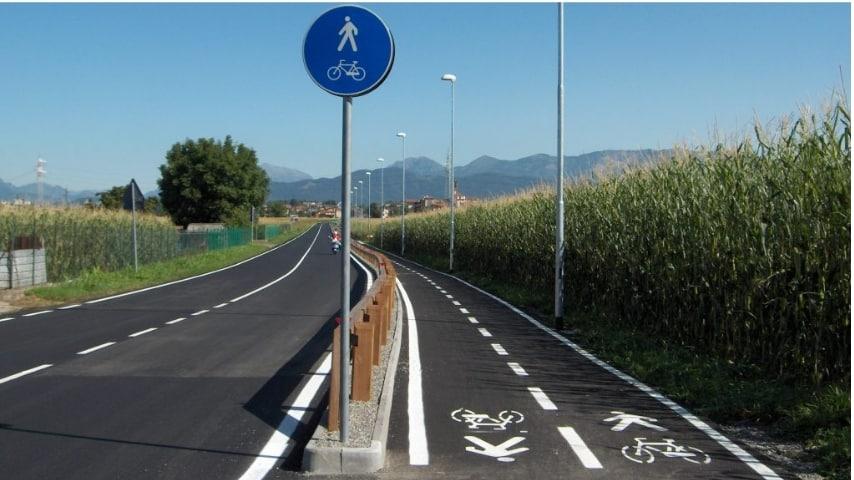 tratto pista ciclabile vento