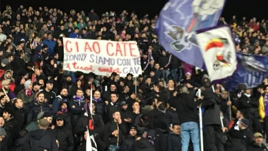 Anche allo stadio Franchi di Firenze, in curva Fiesole, è comparso uno striscione per Caterina Morelli. Immagine: Gabriele Toccafondi/Facebook