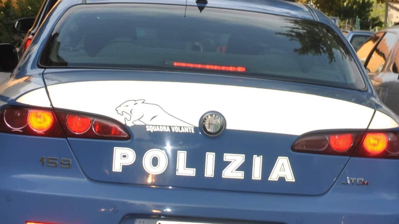 Autobus si schianta contro auto polizia