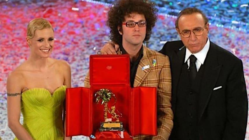 Un giovane Cristicchi vincitore del Festival di Sanremo del 2007 con il brano Ti regalerò una rosa