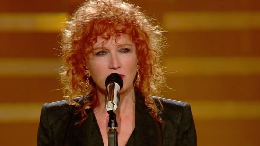 Fiorella Mannoia canta il nuovo singolo Il peso del coraggio