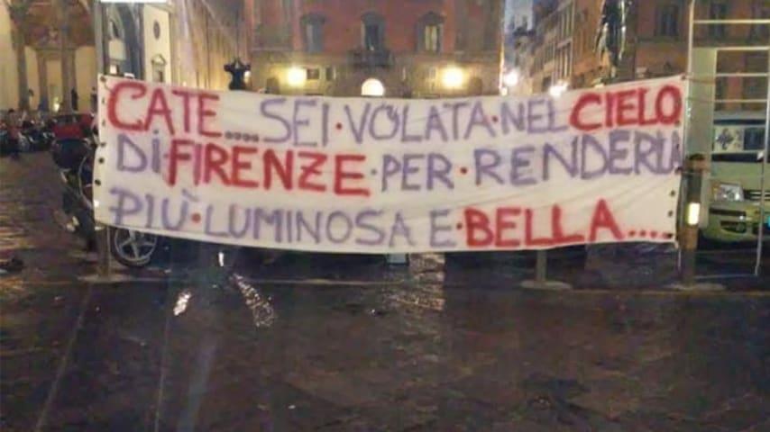 Gli amici le hanno dedicato uno striscione. Immagine: Gabriele Toccafondi/Facebook