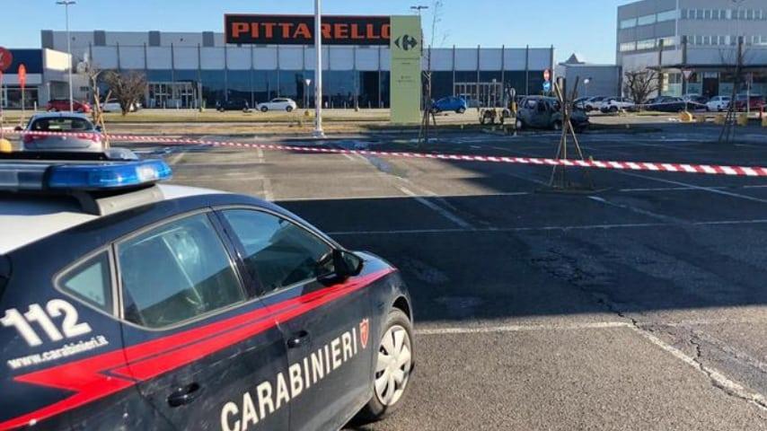 I carabinieri sul luogo dell'aggressione. Credits Ansa