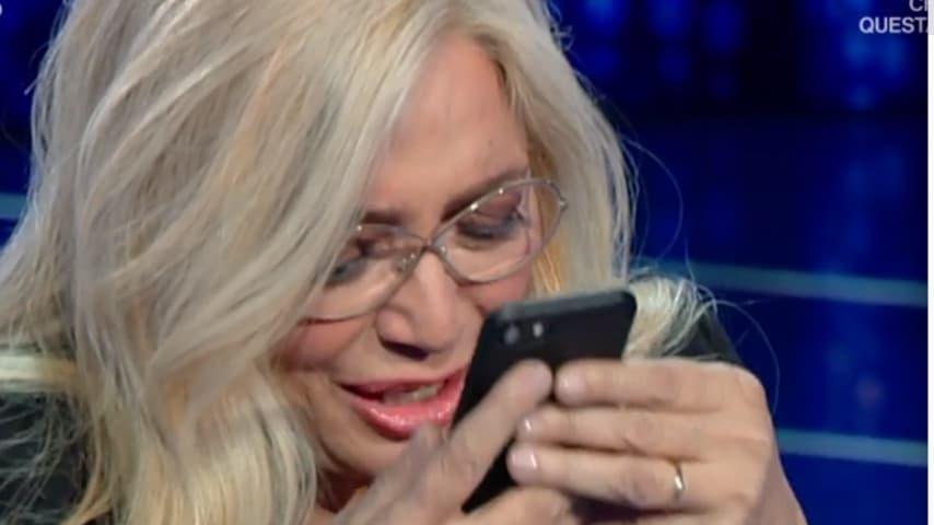 Mara Venier riceve una telefonata a sorpresa in diretta dal marito Nicola Carraro