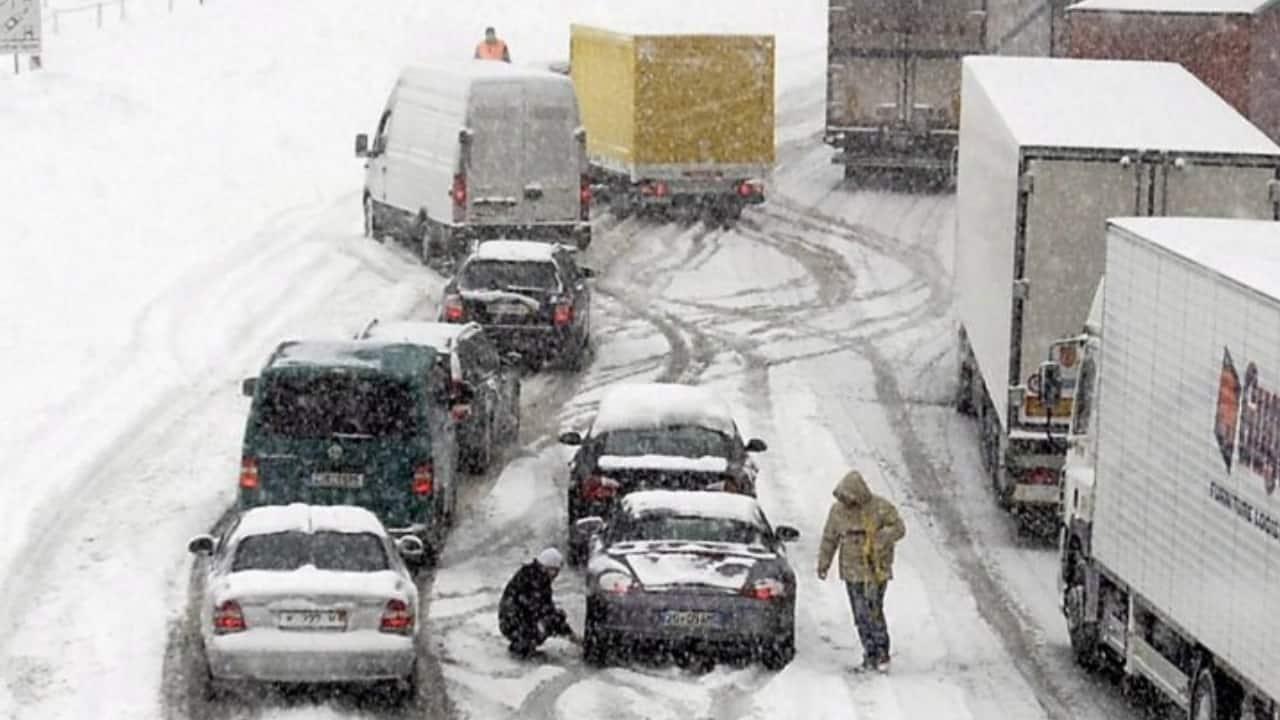 Neve_ auto bloccate sul brennero