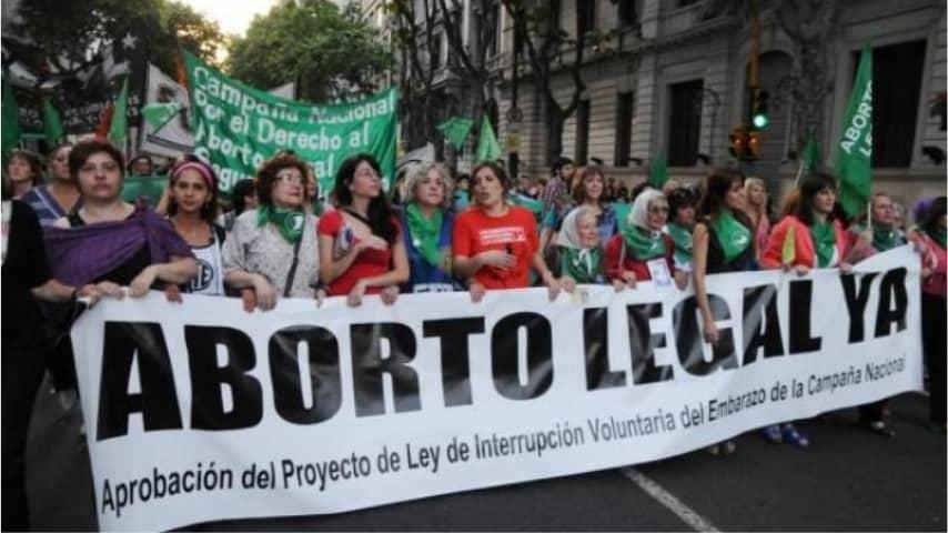 corteo in Argentina per la legalizzazione dell'aborto