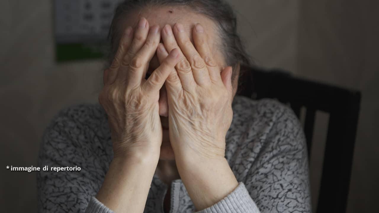 Violentano bisnonna di 96 anni arrestati due adolescenti