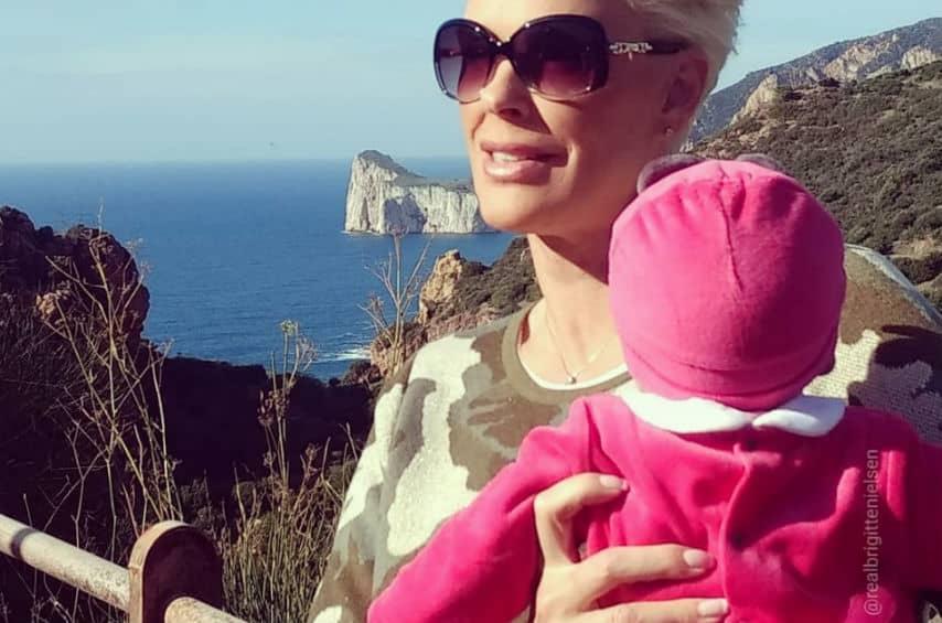 Brigitte Nielsen racconta la lotta e le difficoltà per essere madre a 54 anni