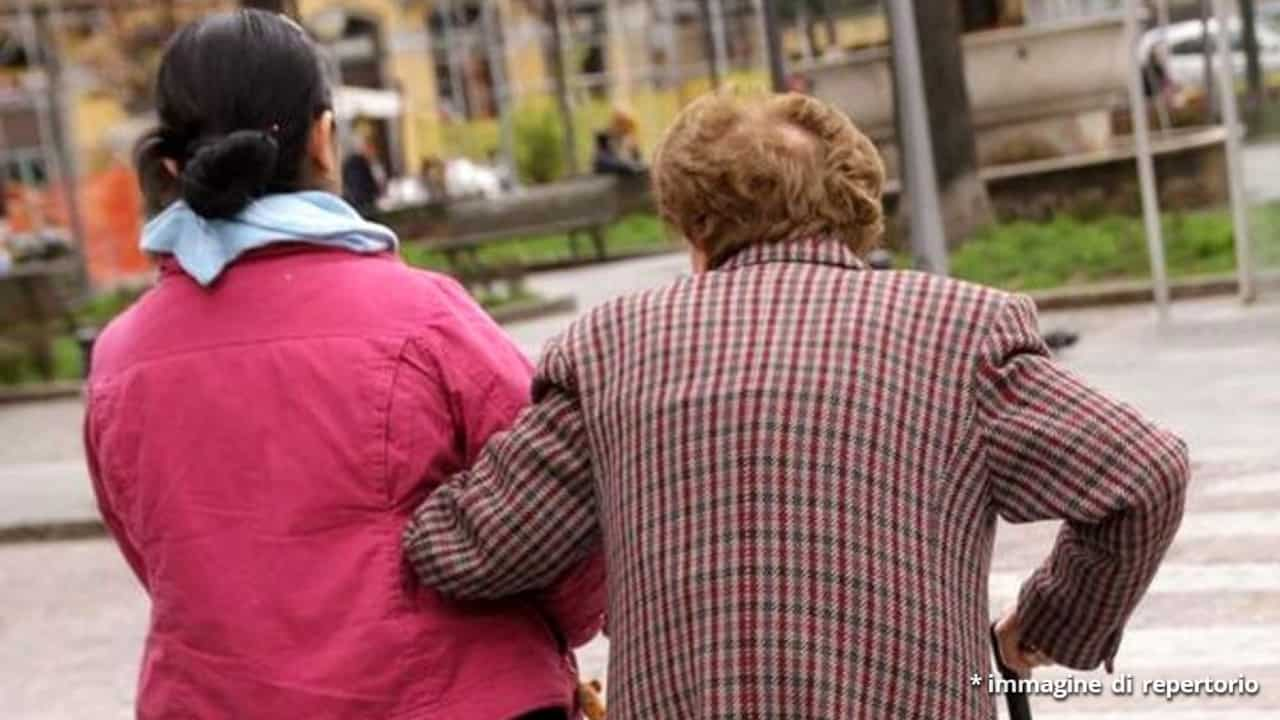 Napoli, arrestata badante che torturava 90enne
