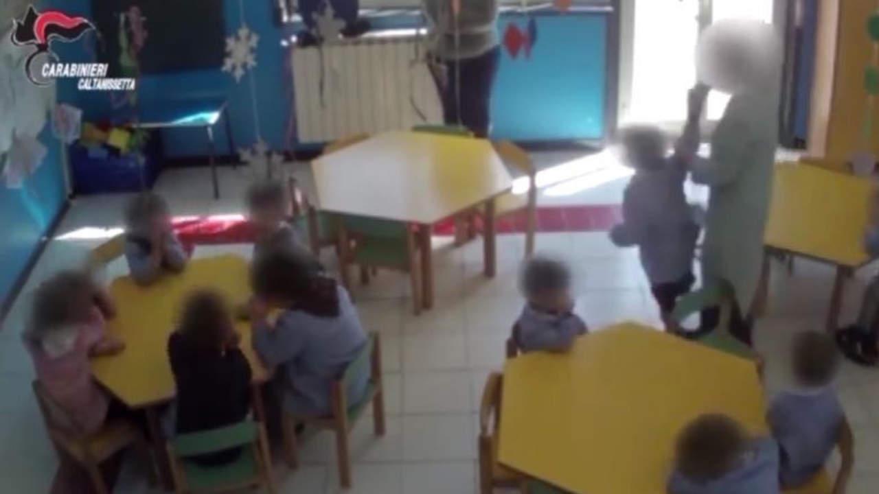 Caltanissetta: maestra d'asilo arrestata