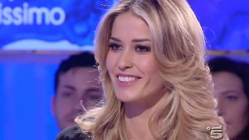 elena-santarelli-polemiche