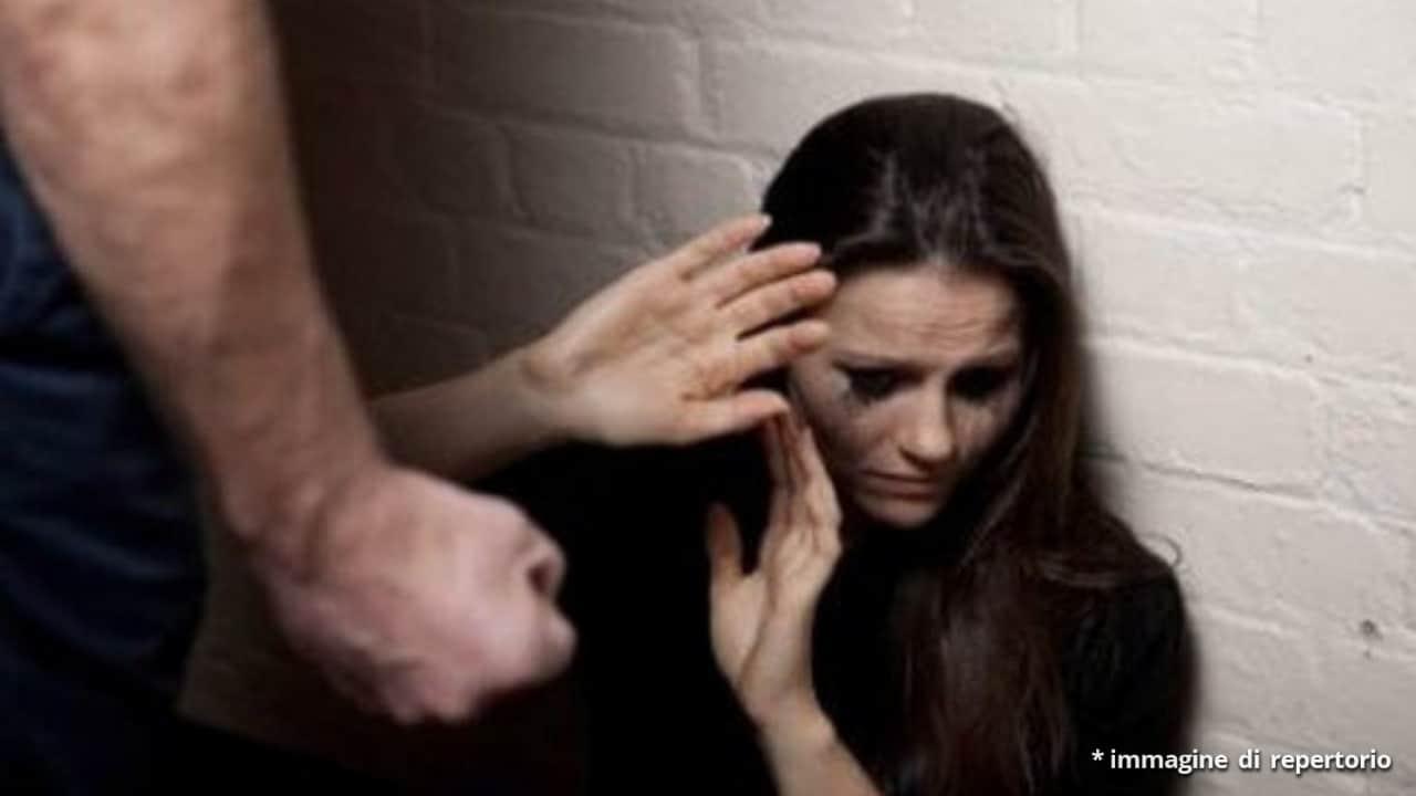 Fernanda dopo le violenze del compagno cambia vita chiedendo aiuto
