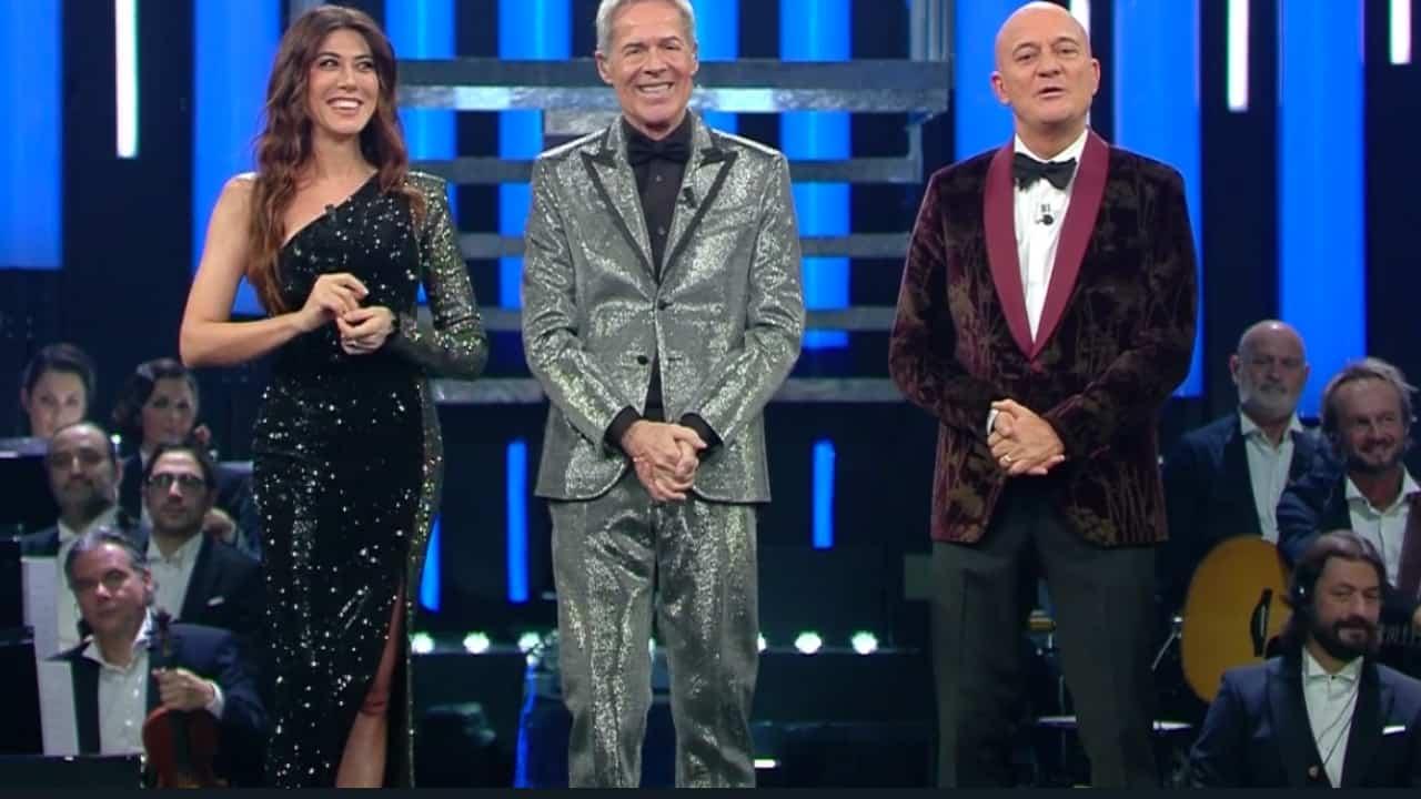 Claudio Baglioni, Claudio Bisio e Virginia Raffaele conducono la serata dei duetti a Sanremo