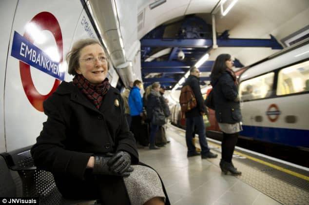 Londra, attende ogni giorno l'annuncio in metro del marito morto