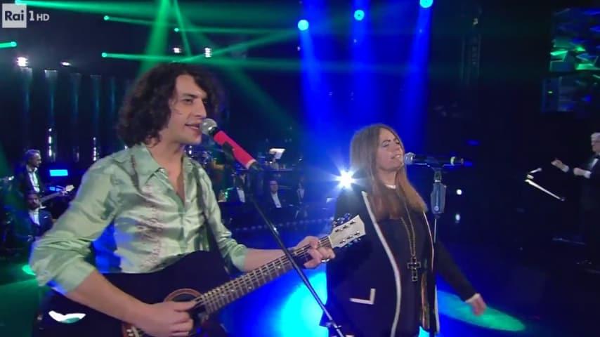Motta e Nada cantano Dov'è l'Italia