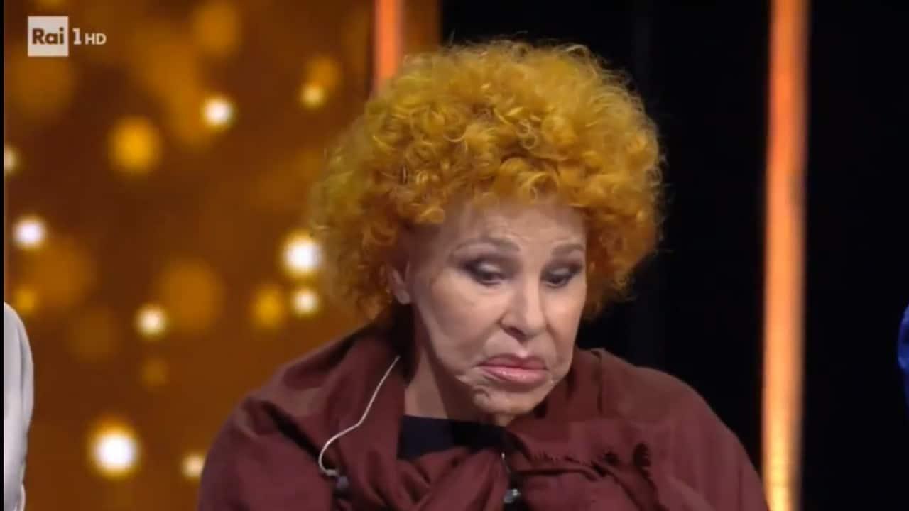 Ornella Vanoni si addormenta in diretta su Rai 1 tra lo sconcerto del pubblico e di Amadeus