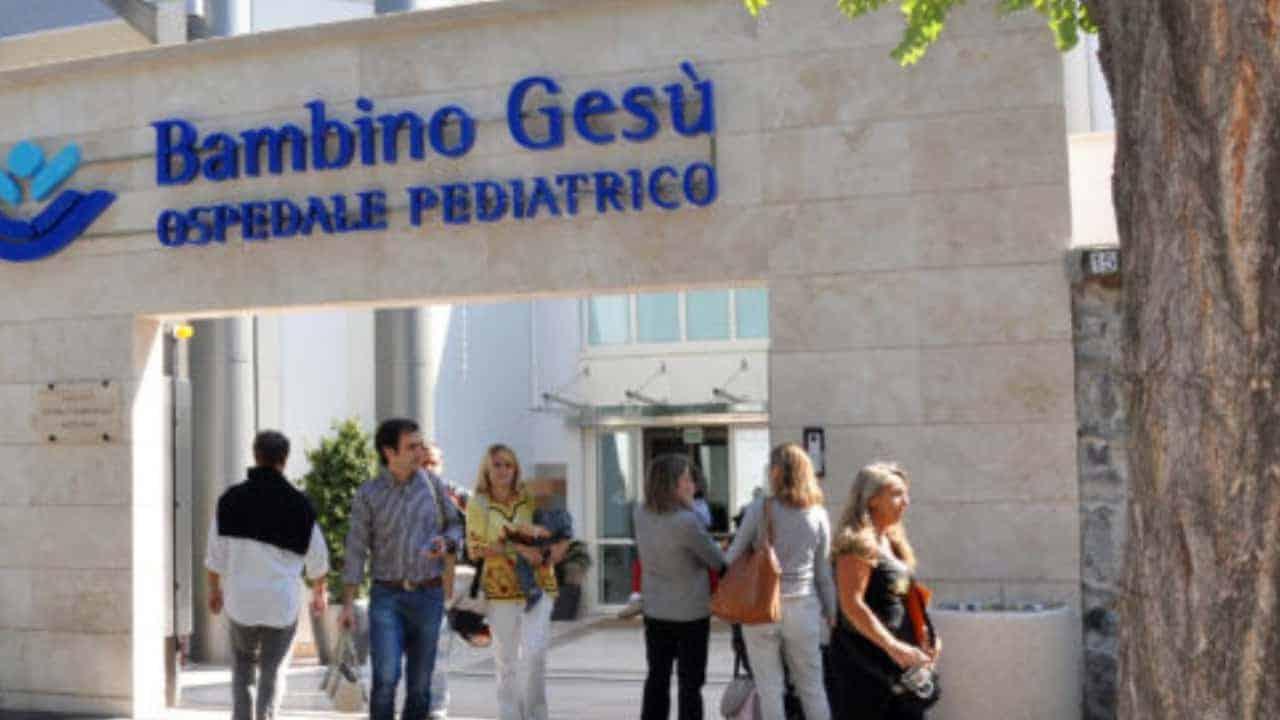 Bimba picchiata a Genzano: migliorano le sue condizioni, sciolta la prognosi