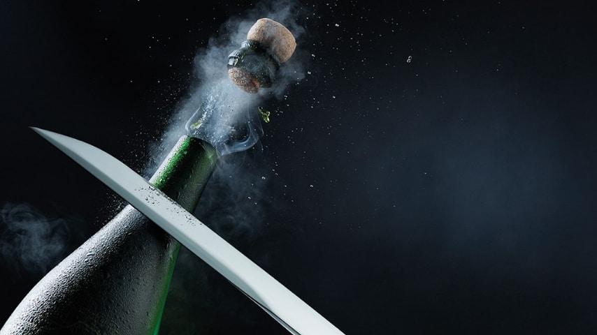 16enne ferita ad un occhio: gli amici hanno paerto lo champagne con la sciabola
