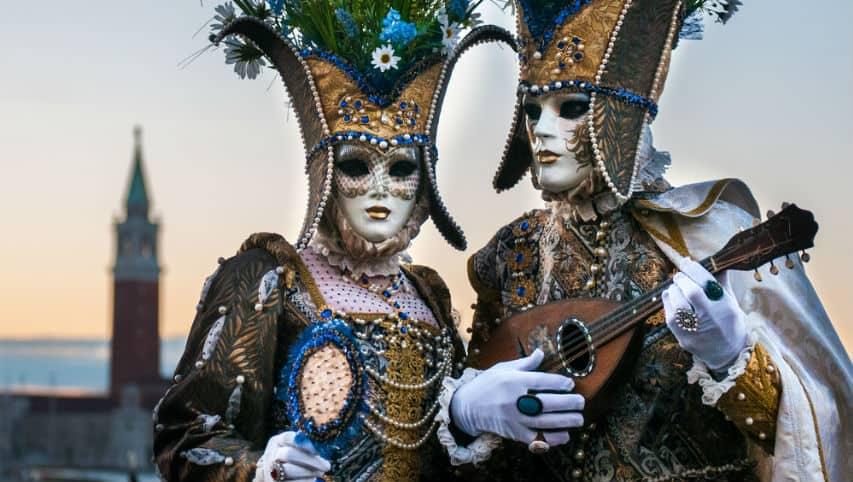Fedez spicca il volo a Venezia come Aquila di Carnevale