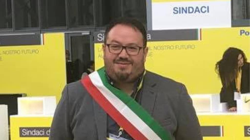 Andrea Centrella, Il vicesindaco che ama gli animali: dona lo stipendio per salvare i randagi