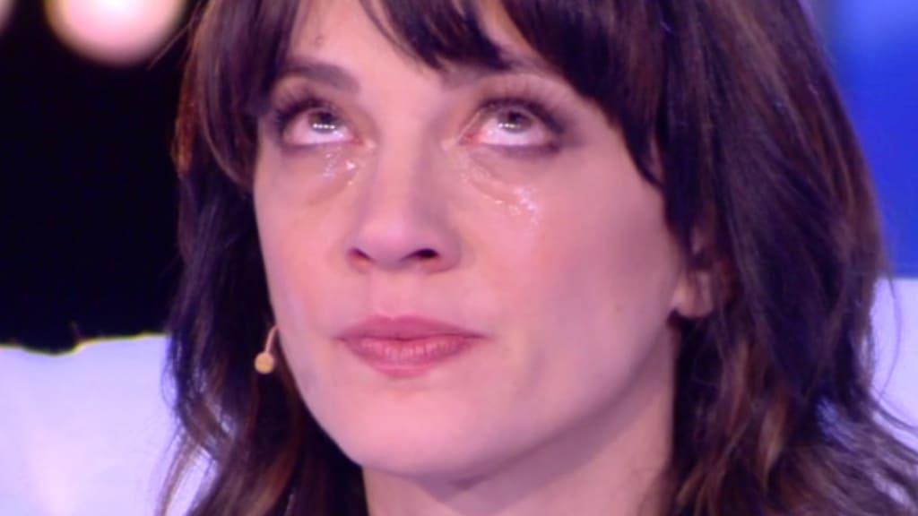 Asia Argento piange a Live: Non è la D'Urso