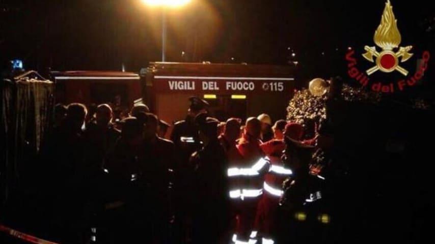 I vigili del fuoco sul luogo dell'esplosione
