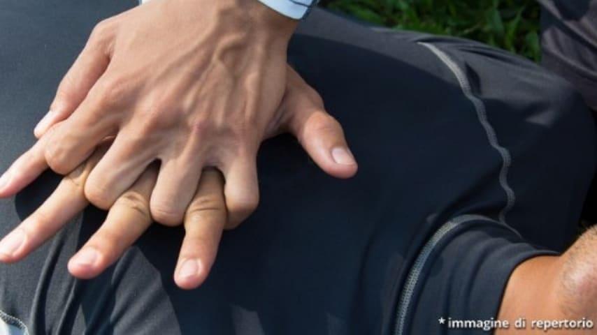 Il corso di primo soccorso è stato molto utile per Elio, che ha praticato il massaggio cardiaco sulla piccola. Immagine di repertorio
