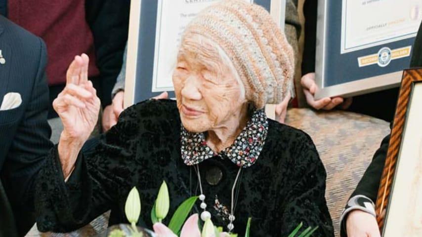 Kane Tanaka alla cerimonia di premiazione (Foto Guinness World Records)