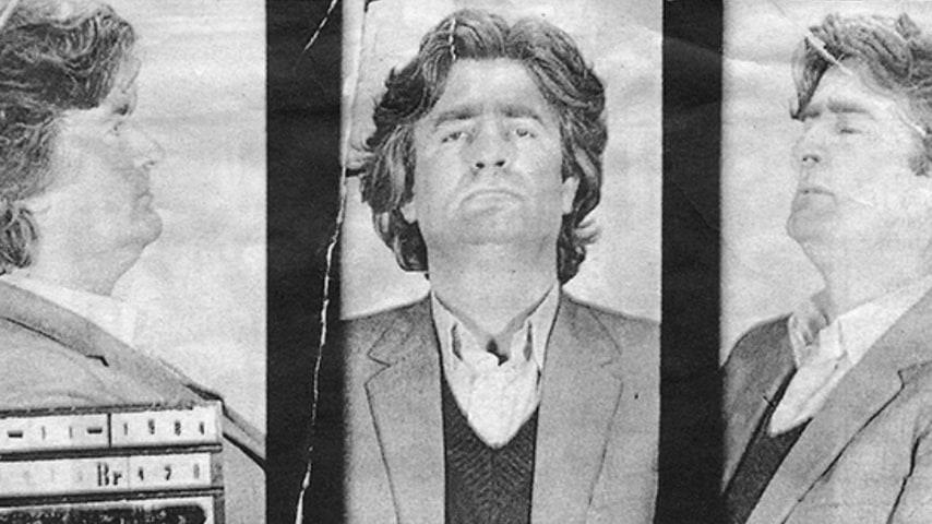La foto segnaletica di Karadžić del 1984. Fonte: Wikipedia