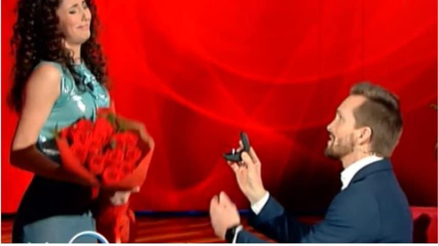 La proposta di matrimonio, in diretta tv dalla Balivo