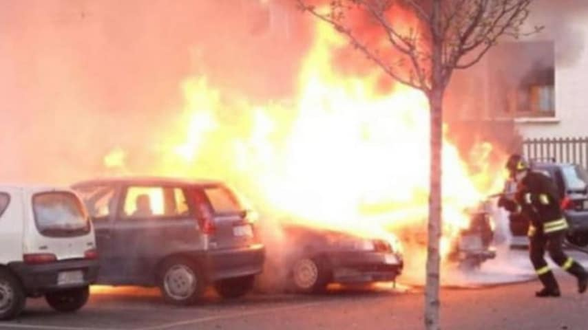 L'auto data alle fiamme da Ciro Russo