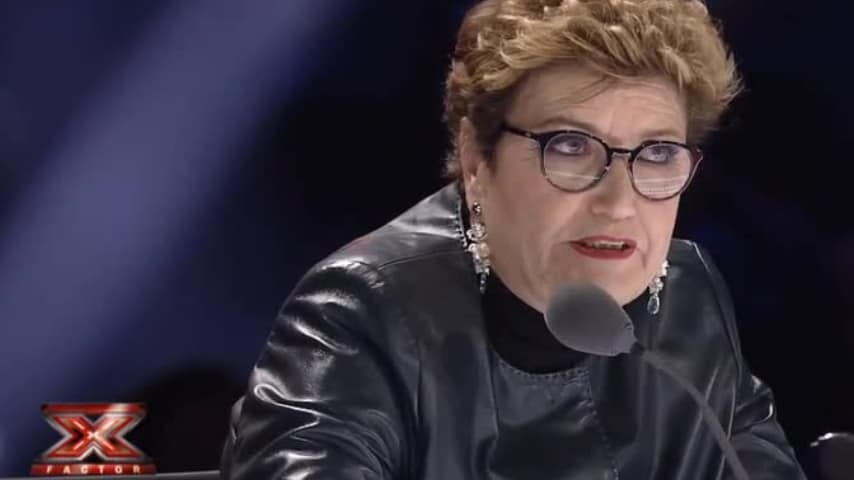 Mara Maionchi parla al microfono di X Factor