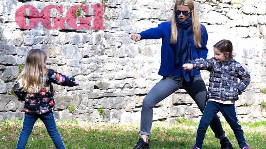 Michelle Hunziker, Kung-fu al parco con le sue bambine. Credits: OGGI