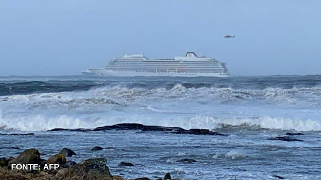 Nave da crociera con 1300 persone a bordo alla deriva