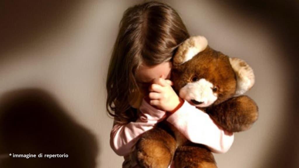Cuneo, padre commette abusi sessuali sulla figlia di 4 anni e li filma