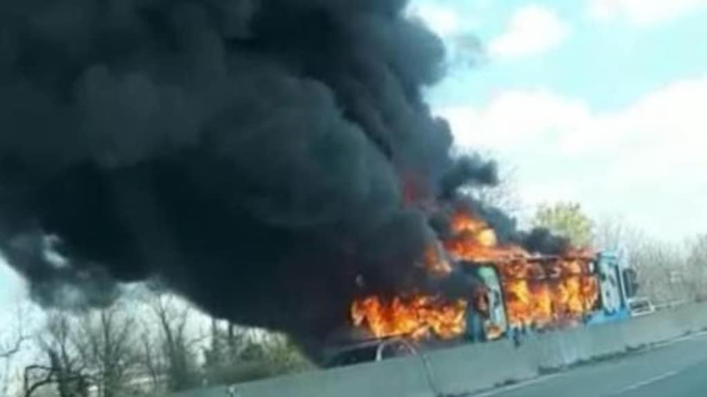 autobus fiamme