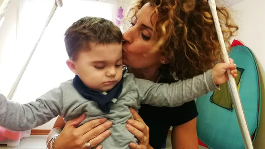 Leo, piccolo grande eroe: ha la sindrome di Charge, ma è un bambino felice