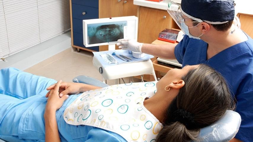 Napoli, 1.500 dentisti falsi: l'allarme dell'Ordine dei medici partenopeo